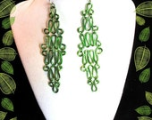 Green link earrings