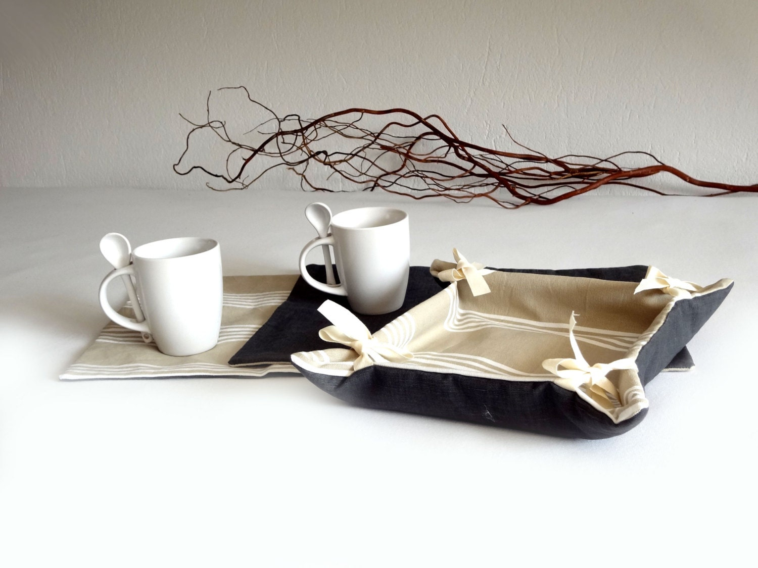 Breakfast set Bread basket and table mats gift by lalunadianna