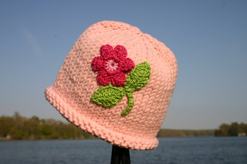 کودک کلاه بافتنی -- کلاه صورتی دست کودک گره با گل