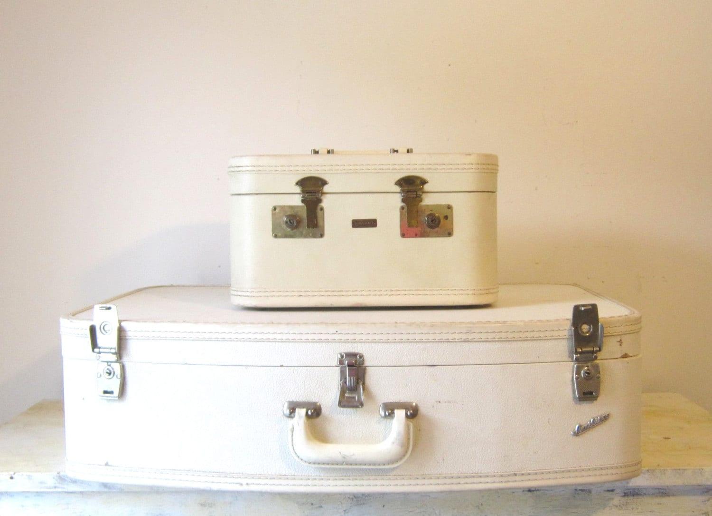 Vintage Cream/Ivory Train Case Luggage Suitcase Mirrored Train Case Prop Display Cosmetic Case Gift Storage - slatternhouse5