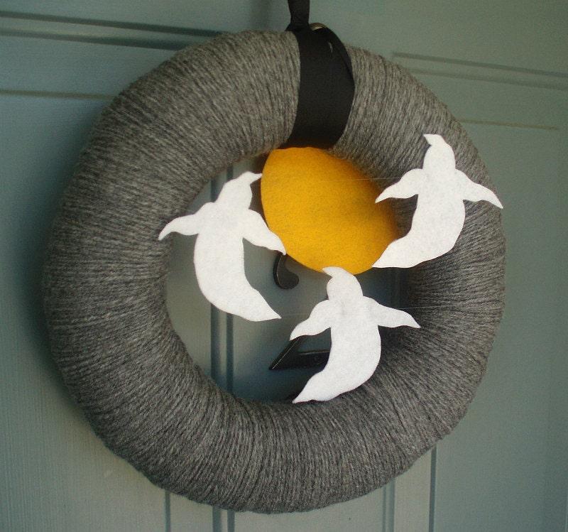 Yarn Wreath Felt Holiday Door Decoration - Halloween Ghosts 12in