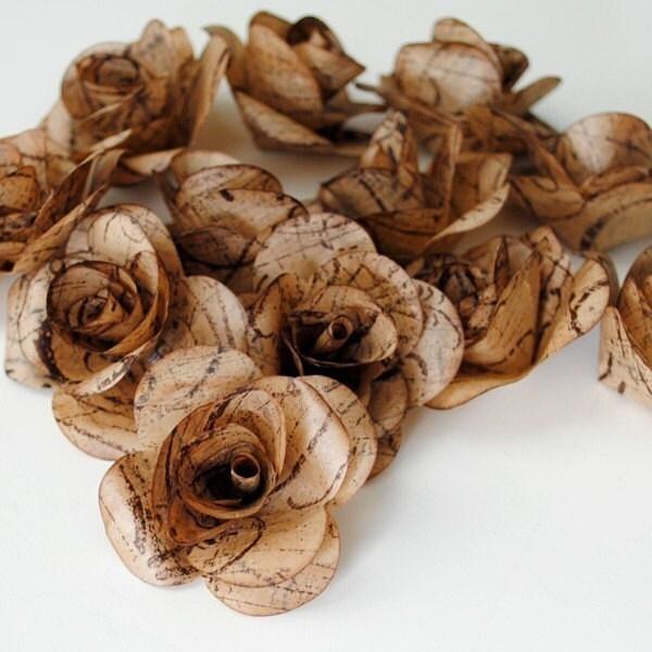 12 Ручной UPCYCLED бумажные розы - Сделано на заказ