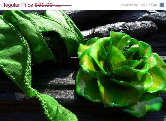 50% OFF SALE Green Rose Necklace, preserved rose by Beijo Flor
