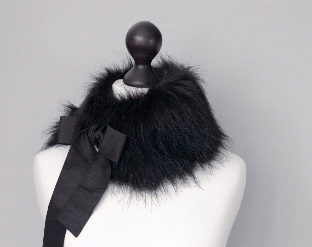 SALE 15% OFF. Black faux fur collar
