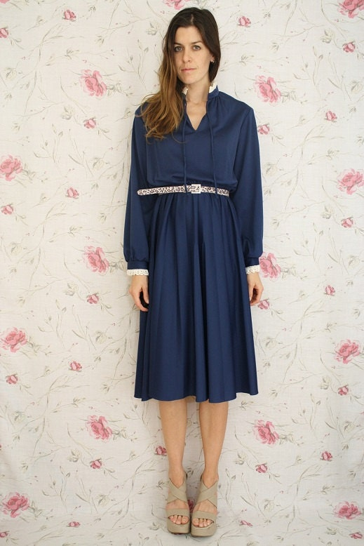 Vintage midnight blue swing dress w/ lace neck & cuff finish M