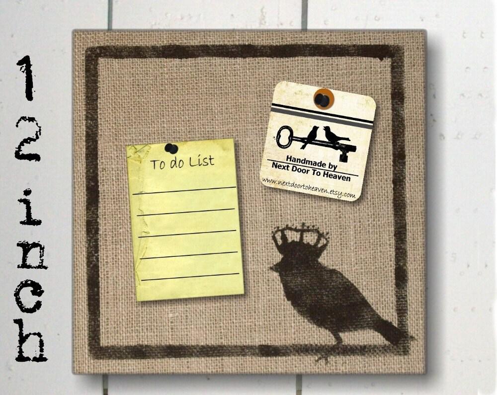 Птица с Crown - Burlap поток мешок на Cork Форум 12 дюймов