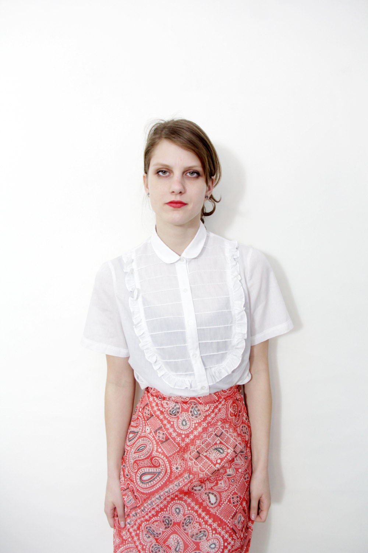 Vintage shirt / white Peter Pan ruffle blouse / size M - nemres