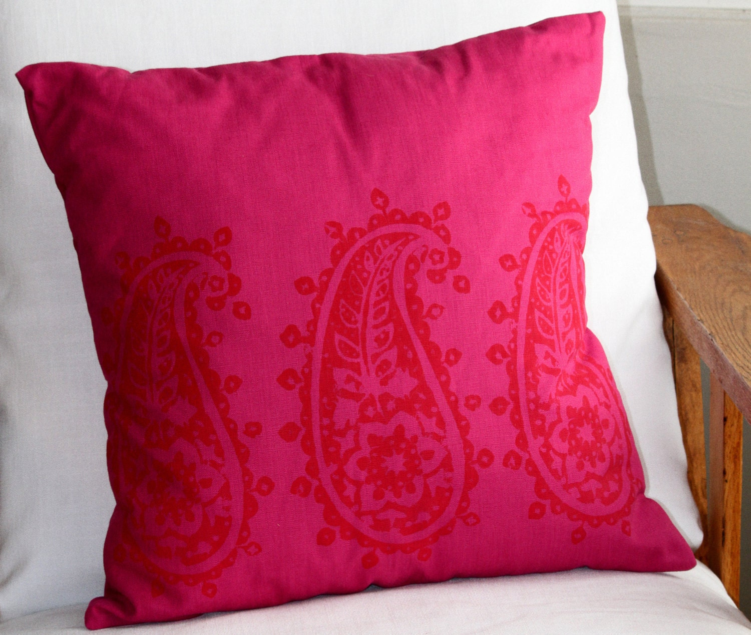 Paisley - Red on Pink - 45x45cm