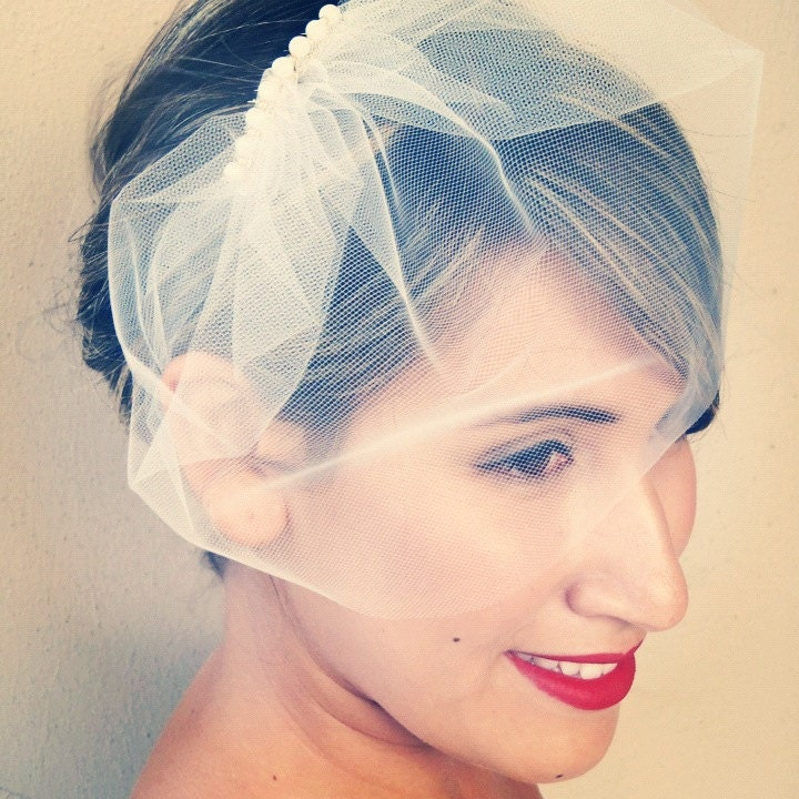 Birdcage veil Ivory Tulle 9 inch with a decorative pearl clip