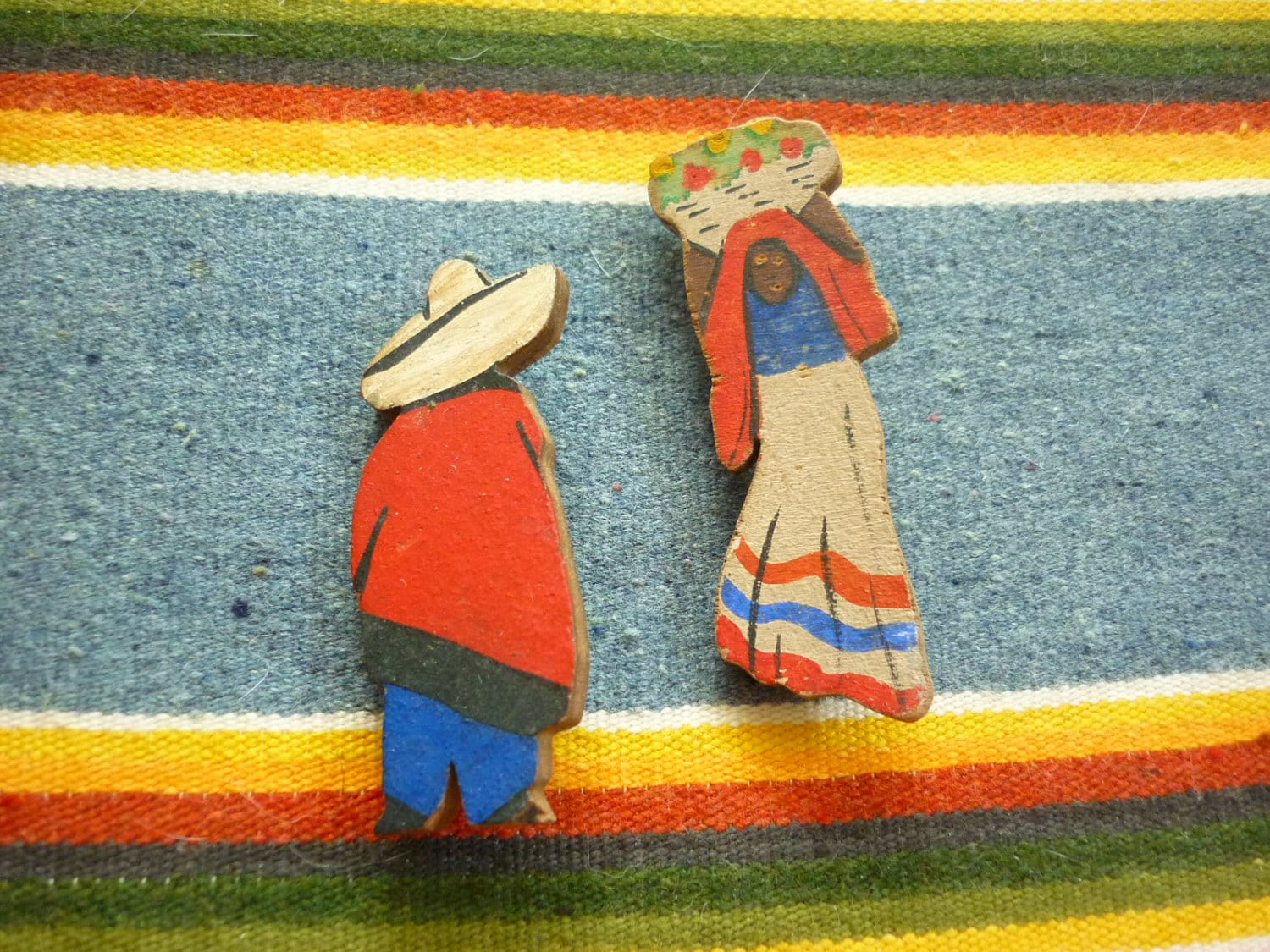 Pair of Mexican Figure Pins hand-painted souvenirs - decotodiscovintage