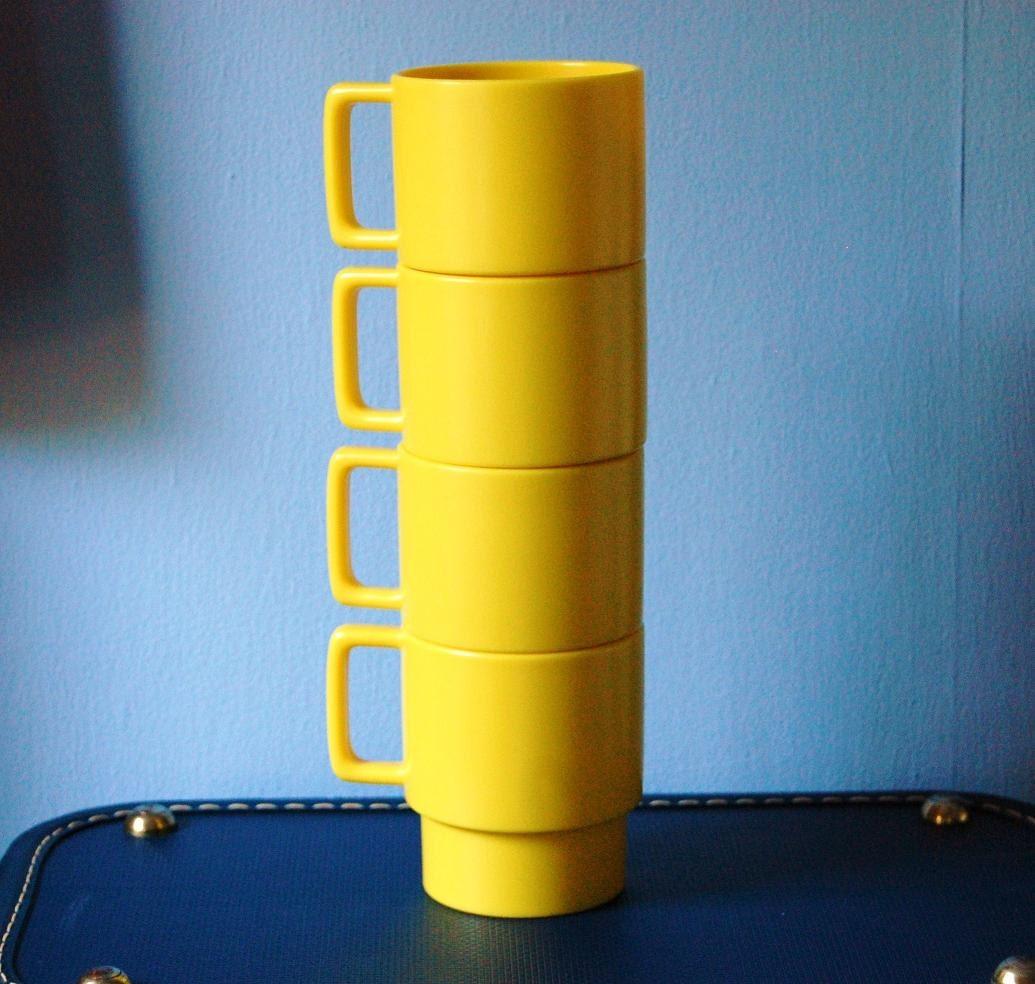 Stacking Coffee Cups Melamine Mugs Yellow Vintage Melmac Dinnerware Set of Four
