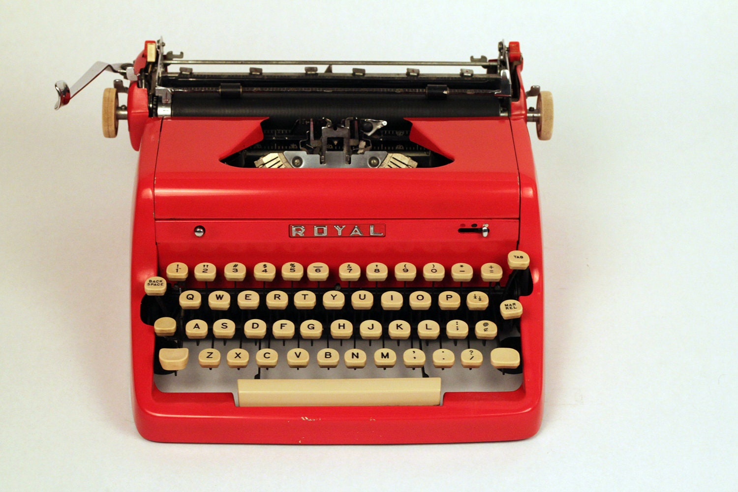 ROYAL Quiet De Luxe manual typewriter, with case (non-working) - typeBtypewriters