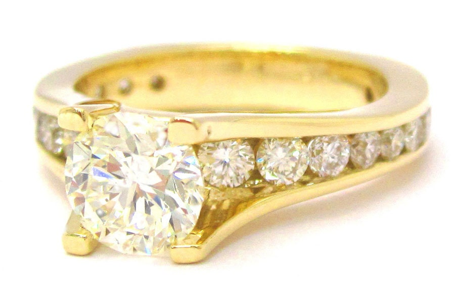 Round cut diamond engagement ring 2.35ctw yellow gold