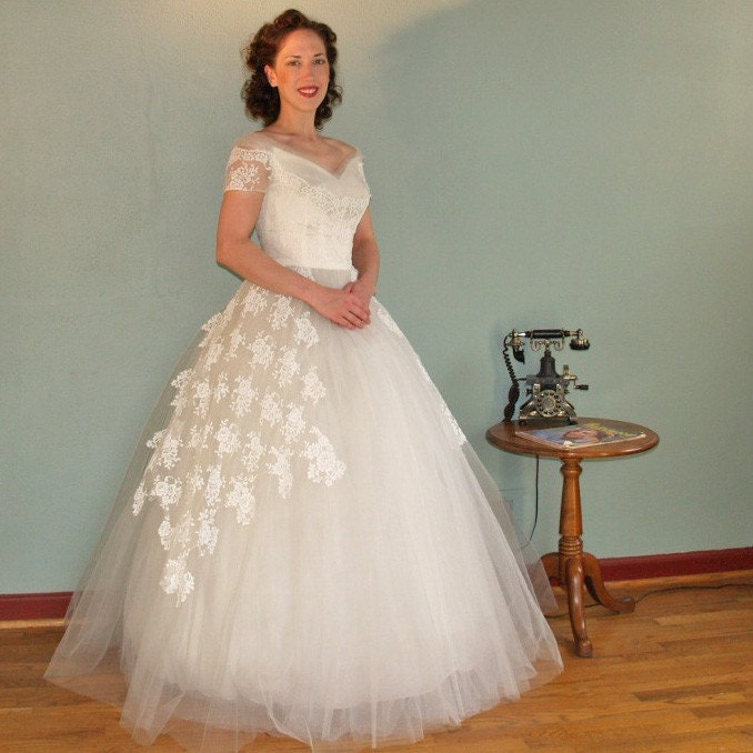 A Floating Dream WILLIAM CAHILL Vintage 50s Ethereal Tulle and Lace Wedding