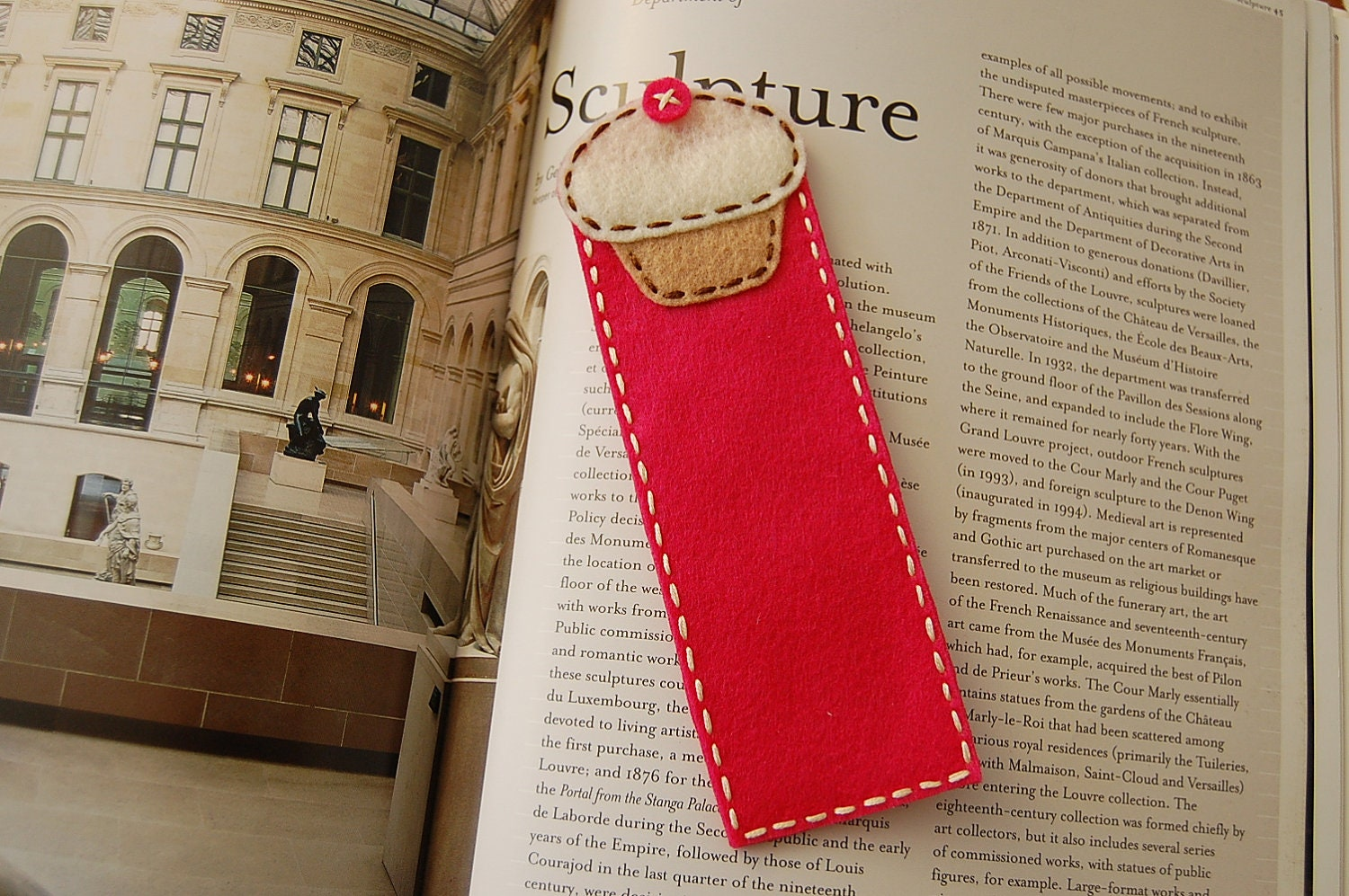 Felt bookmark with a cupcake