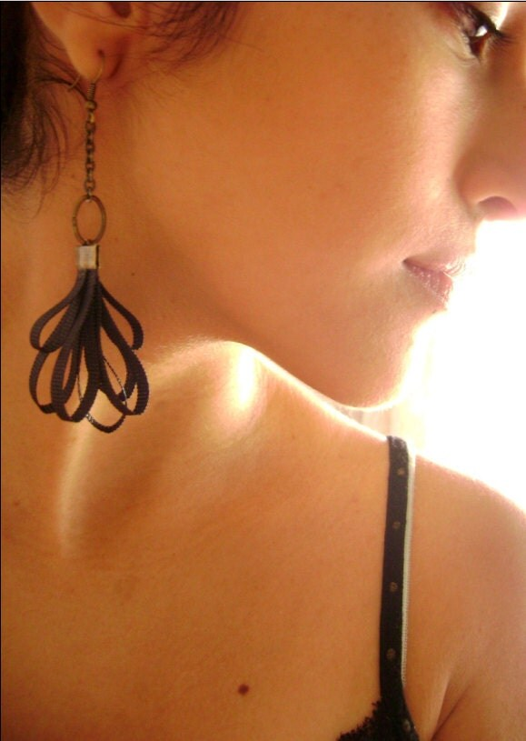 Captivates Me - Seductive Black silk trendy own design earrings - DivinaLocura