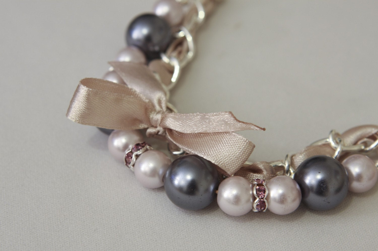Grey and light lilac pearls bracelet