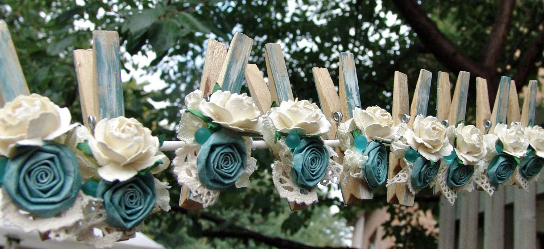 Cottage Shabby Chic francês decorada roupas pregadores de roupa cerceta do Aqua decorados Pegs conjunto de 9 pinos com flor artesanal de flores de papel