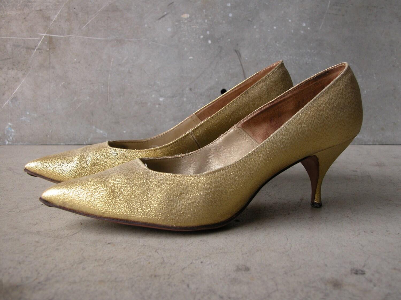 Vintage Metallic Gold Heels, Pointy Toe Pump: Size 8 - EQUINEbyLauren