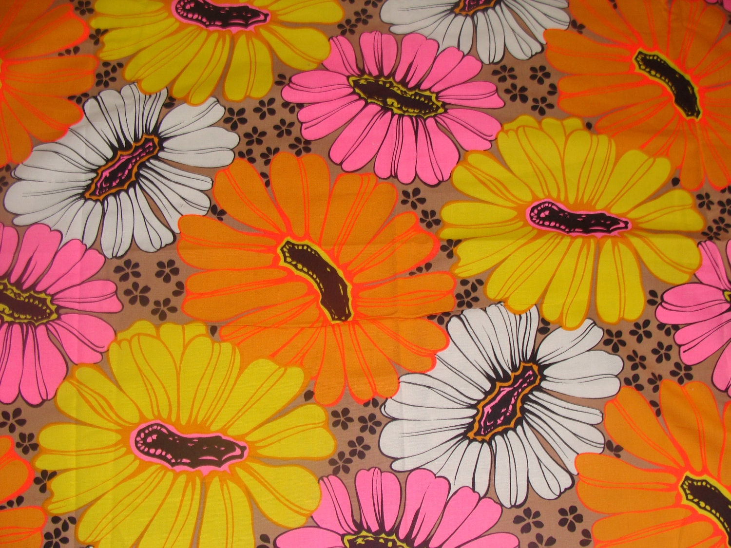 Vintage 1960s Super Hot 200 East x 141 Psychadelic Hippie Huge daises Barkcloth Girls Garden Flower Power Fabric Yardage 22 x 36