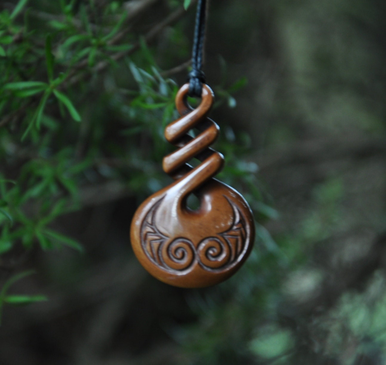 Eternal bonding symbol. Handcarved & naturally stained - JackieTump