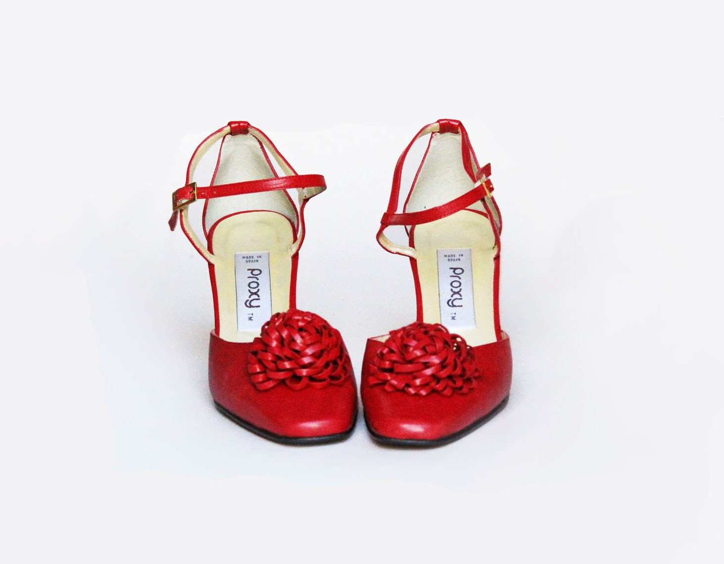 Red shoes . VINTAGE SHOES. Vintage Mary Jane . 1980s red heels - VelvetCrushVintage