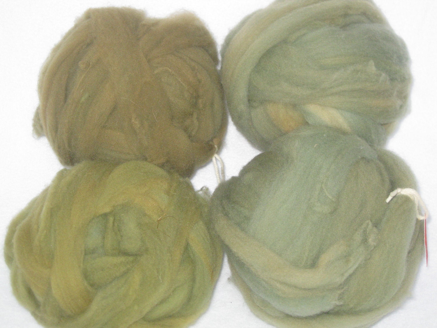 Super Wash Wool Roving Plant Dyed Olive Greens - by using Indigo & Onion Skins - WoolEwePlay