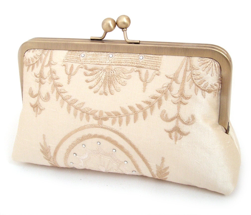 Bella Romana, clutch bag in embroidered silk - redrubyrose