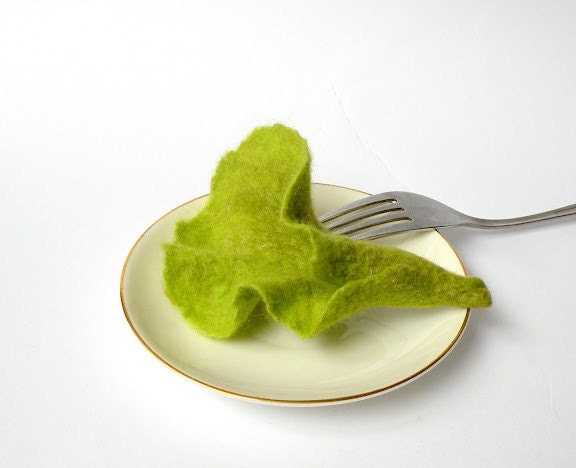 "felted brooch ""salad"" - Briga"