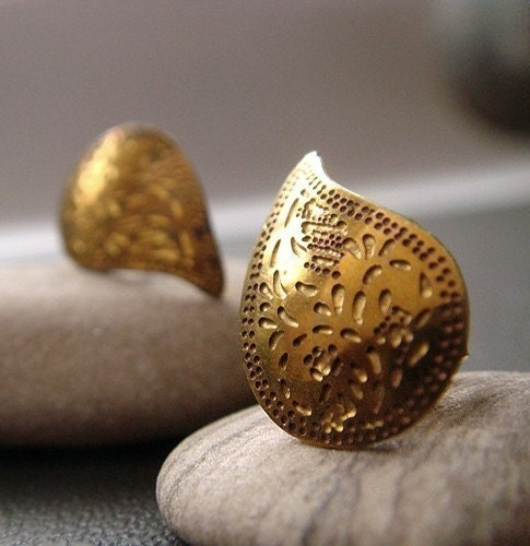 indian apostrophe . gold . paisley stud earrings - trystbykerry