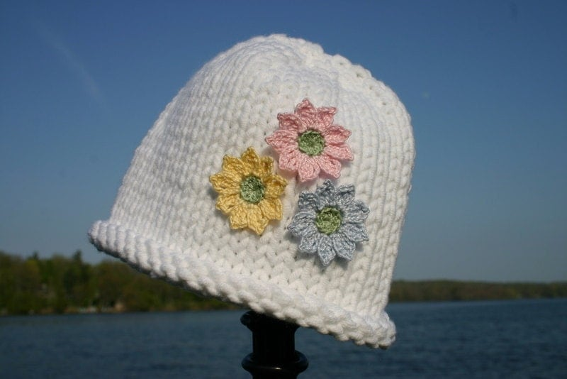 سفید با گل های کلاه کودک -- کودک کلاه بافتنی
