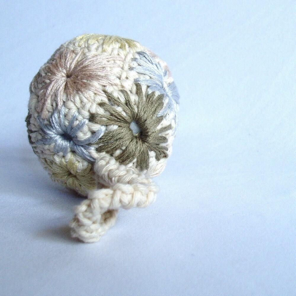 Вышитые Малый Орнамент Ball.  Один из Kind Keepsakes по jeanettegibson на Etsy.
