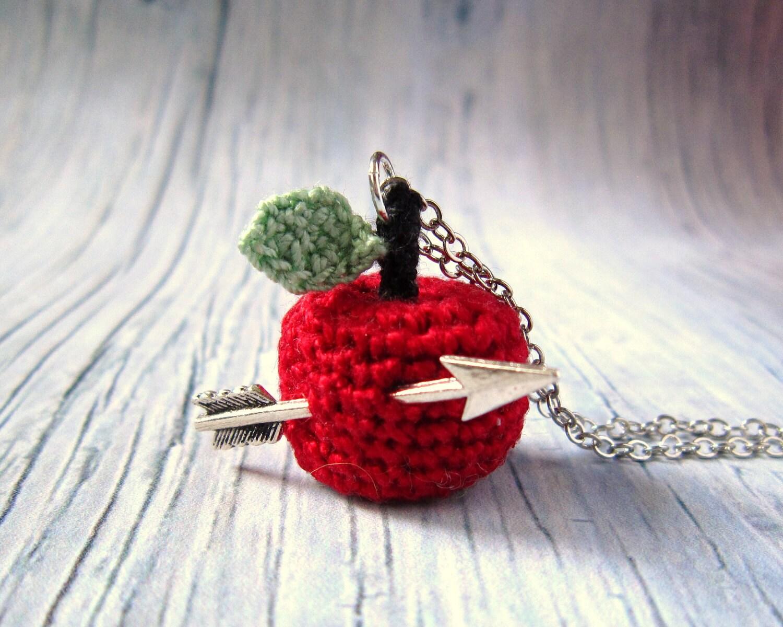 Вязание крючком ожерелье с Red Apple и стрелы ... Рождественский подарок.