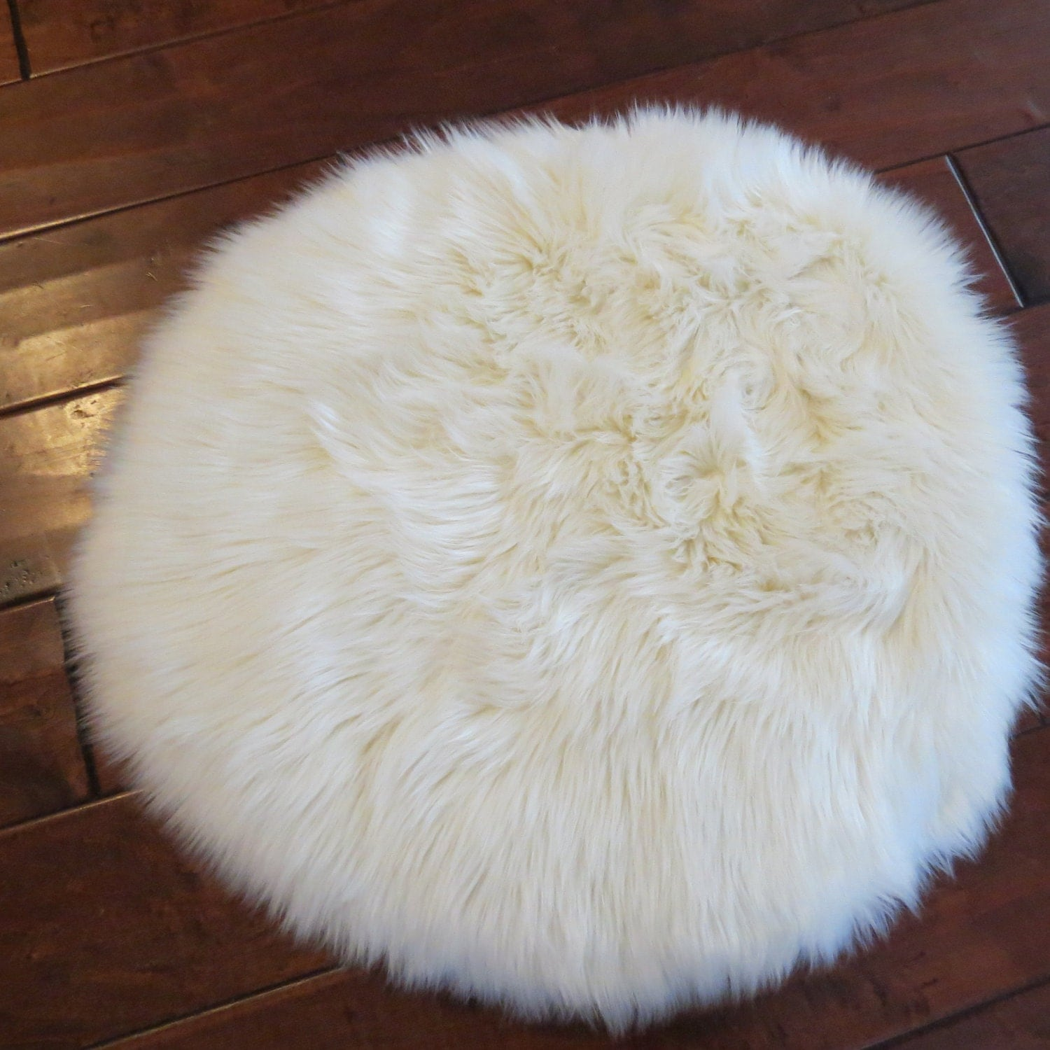 "Shaggy Faux Fur White Pet Luxury Lounge Rug - Large 40"" Round"