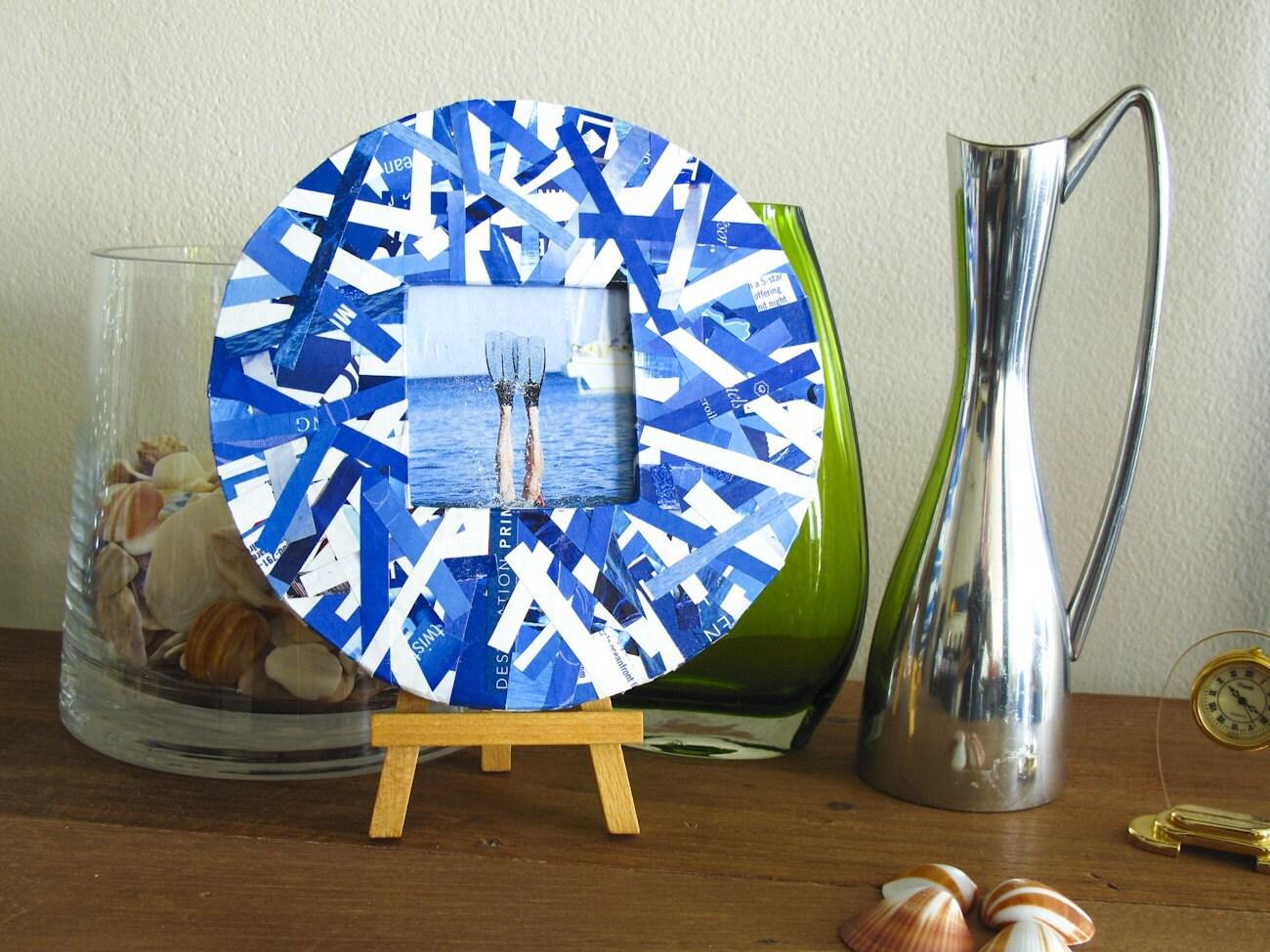 Синий и белый Восстановленный Frame бумага с станковой - Круглый Frame сделаны из переработанных журналы