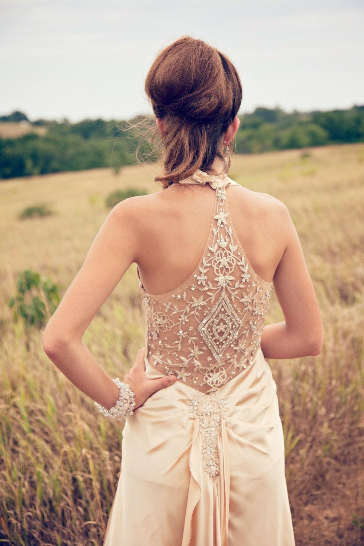 Фото девушек со спины в вечернем платье