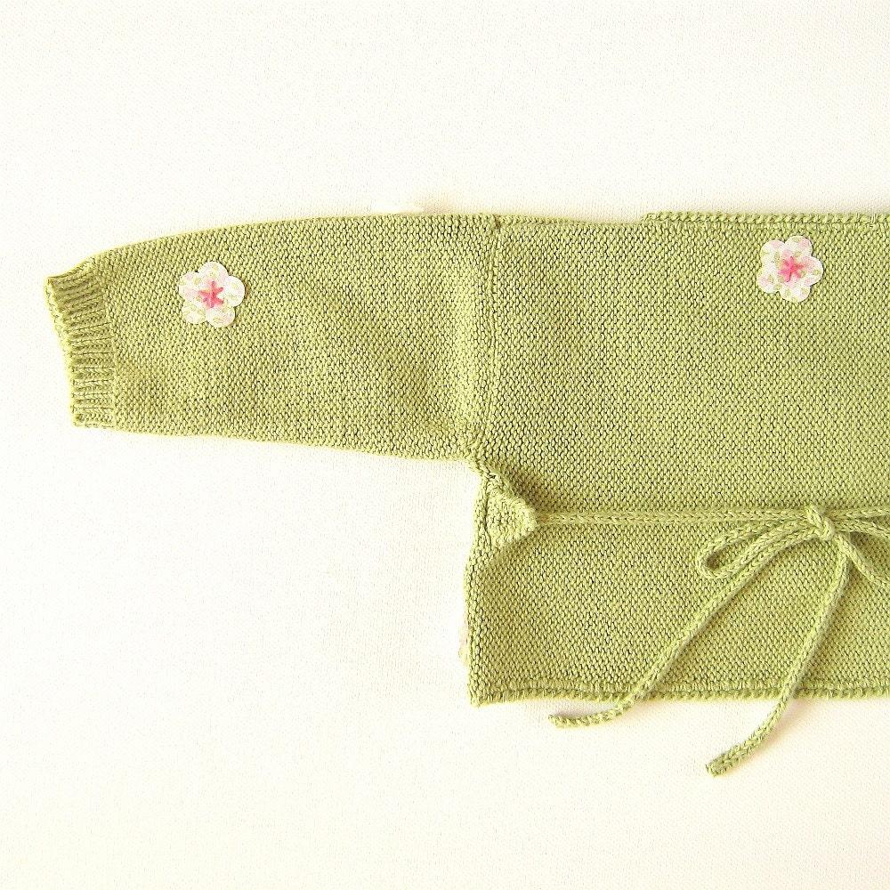 کشباف ظریف نوزاد را با گل های کوچک