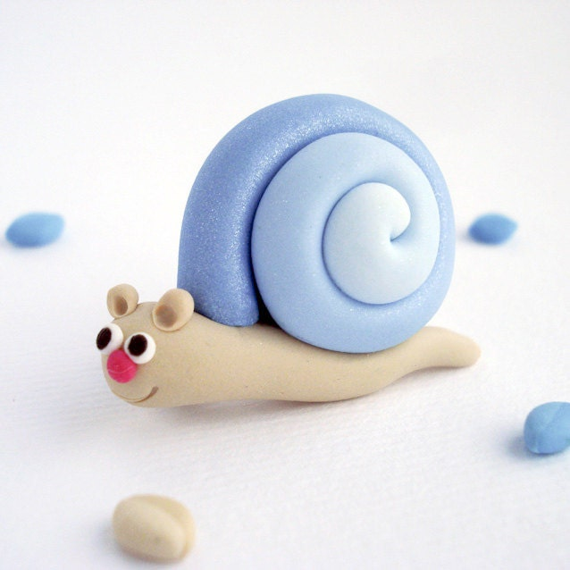 Blue Snail Brooch, Fun Children jewelry hand sculpted in polymer clay - Thelittlecreatures
