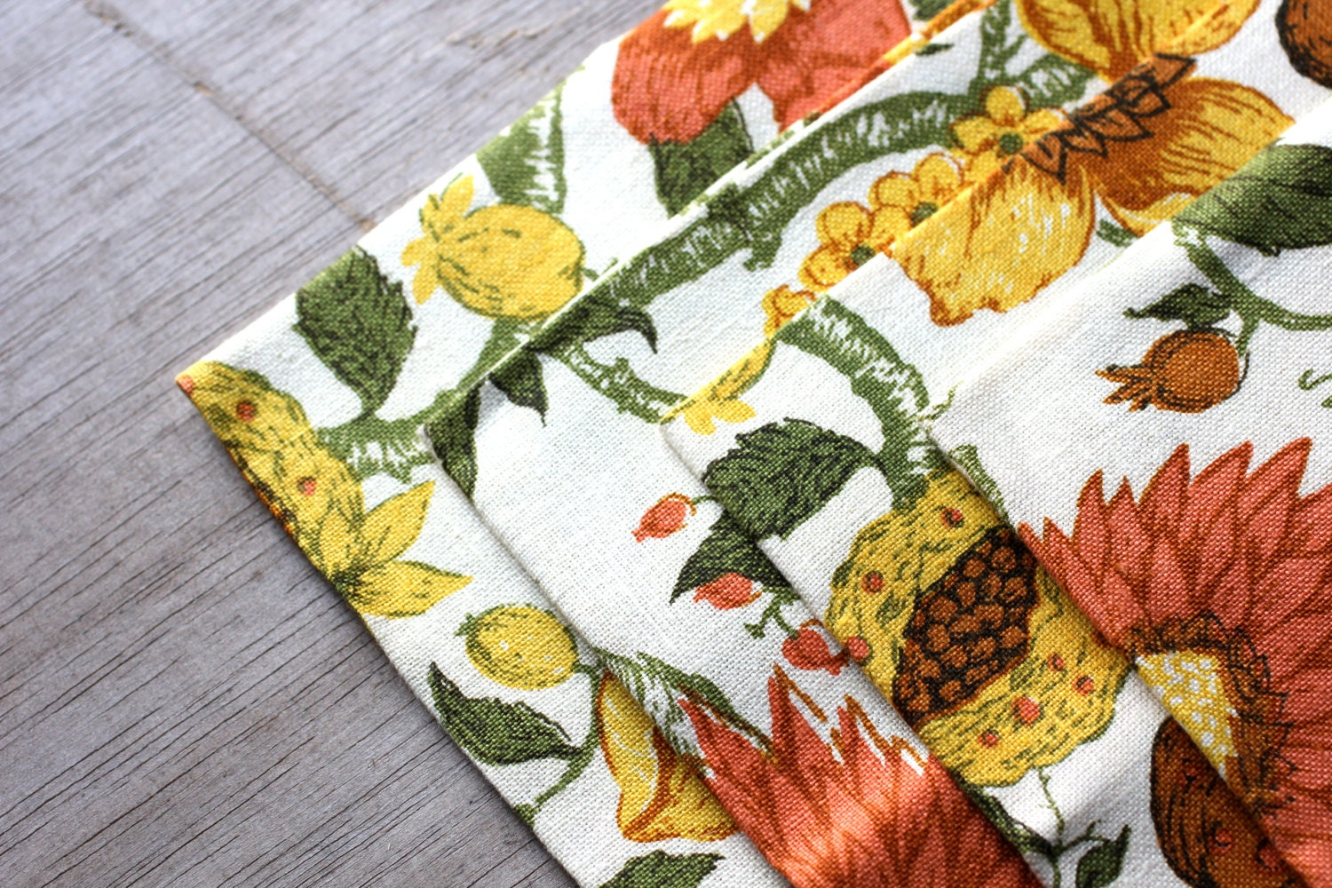 Flower Power - Set of Four Vintage Linen Napkins - Sunflower - Flowers - Spring - Yellow - Orange - Green - attentionvintage