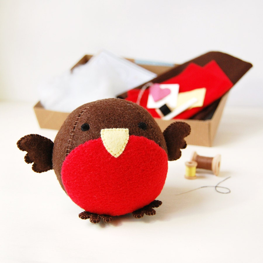 Make Your Own Robin Sewing Kit by Cupcakes for Clara