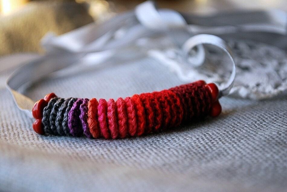 Красный и серый ожерелье вязание крючком.  Гипоаллергенные и прекрасный подарок для новых мам
