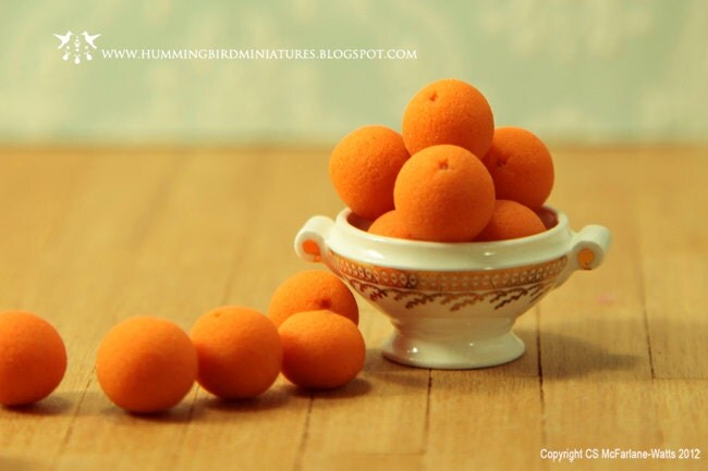 Oranges 1/12 scale dollhouse miniatures - HummingbirdMiniature
