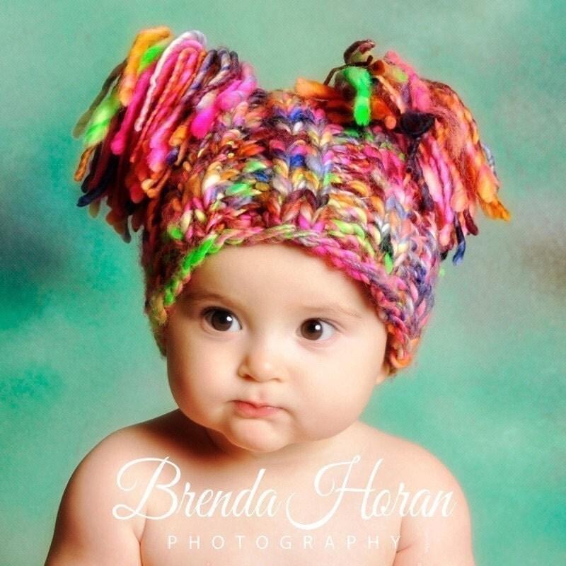 عکاسی سرپا نگه داشتن نوزاد -- کودک گره کلاه -- بربس دوقلو