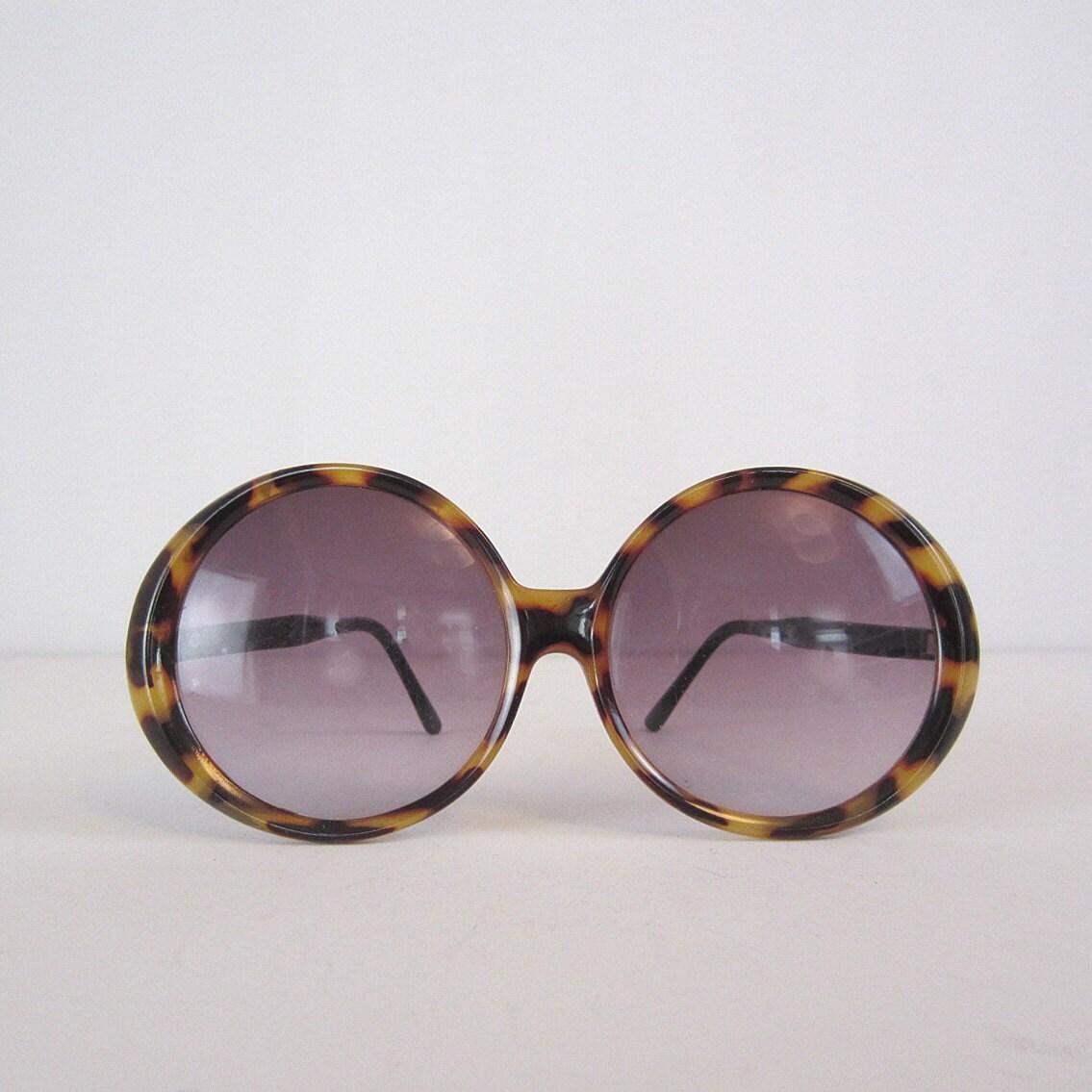 Vintage 70s Oversized Sunglasses. Tortoiseshell. Round Frame.