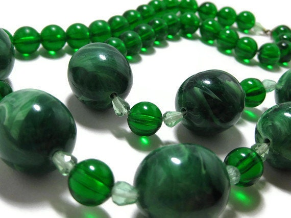 60s Green Plastic Marbleized Bead Necklace - VintageGypsies