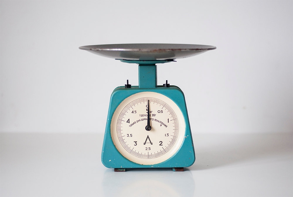 Vintage kitchen scale - CuteOldThings