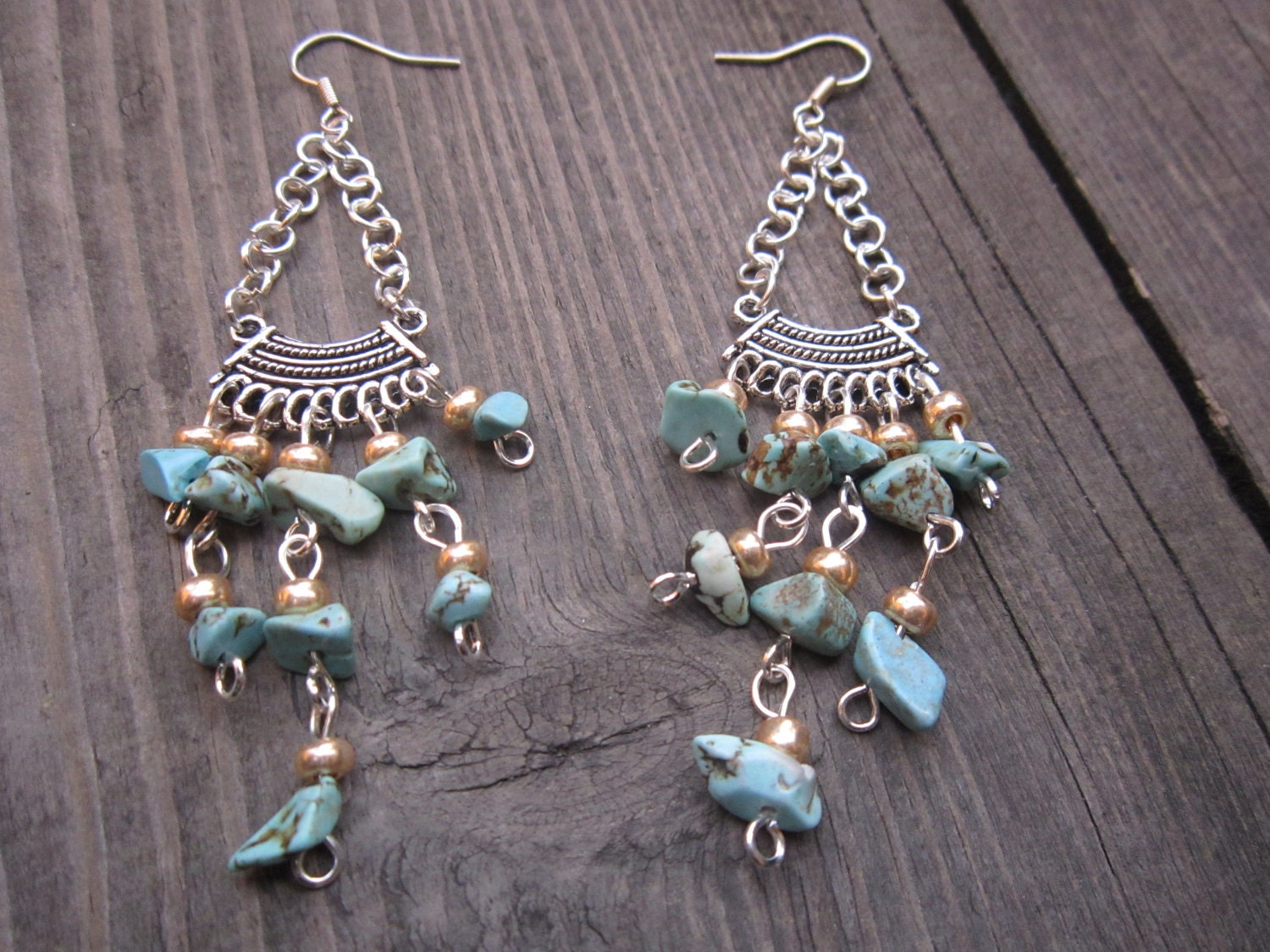 Dangle earrings with irregular turquoise stones, Beach earrings. - CzarnyKotDesign