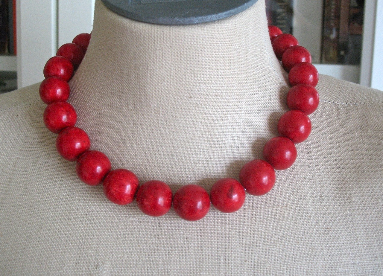 "Red  Scarlet Chunky Beaded Necklace Cherry Choker ""Mi Corazon"""