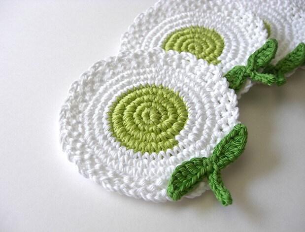 Flores Brancas Verde Coasters Light.  Deixa Bebidas Nature Drink Decor Crochet Coleção Jardim Primavera - Conjunto de 4