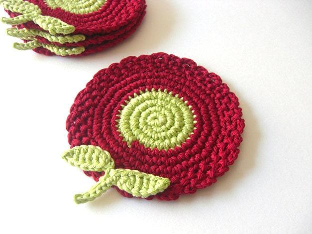 Deep Red e Green Coasters Luz Flores.  Wine cereja Folhas bebida Decor Coleção Garden Crochet - Conjunto de 4